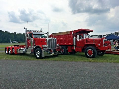 2016 Peterbilt 389  SHOW TRUCK for sale