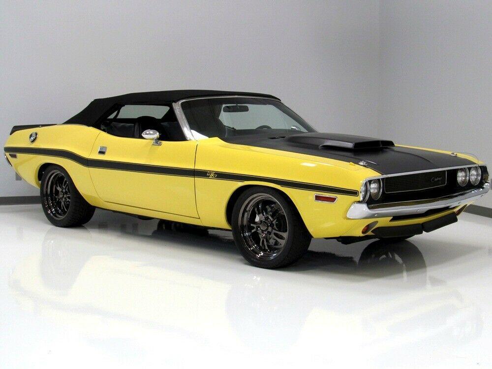 1970 Dodge Challenger  6.1-liter HEMI V8