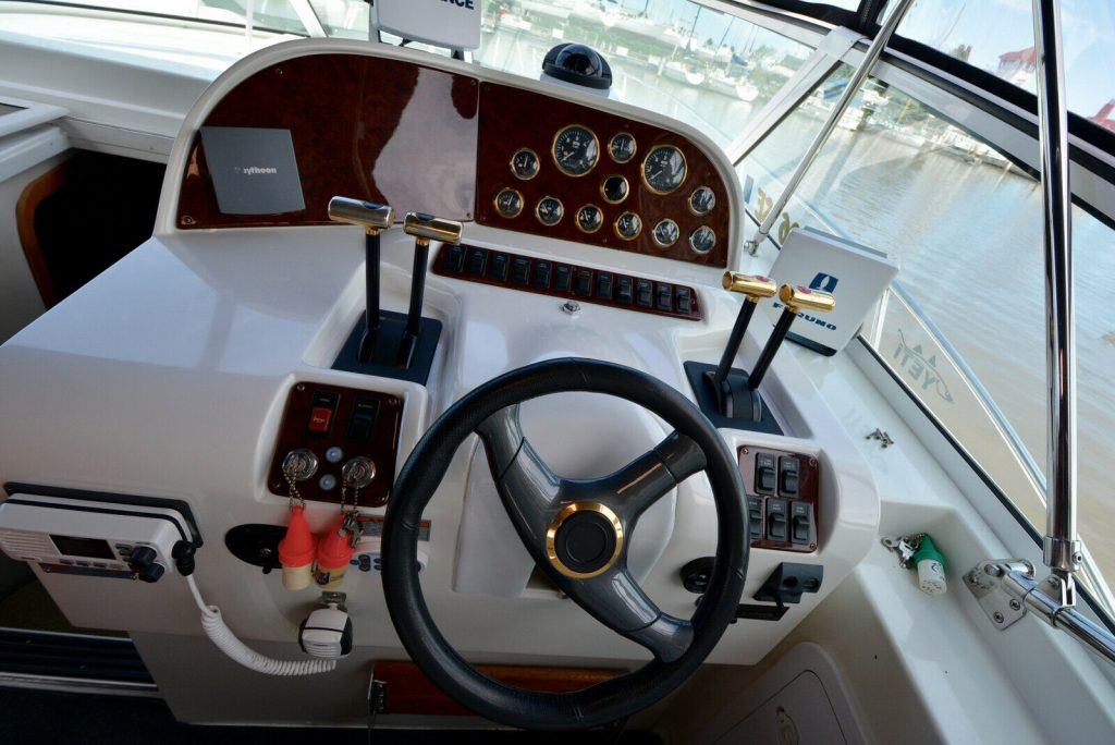 2001 Trojan 36 Express Cruiser Freshwater W/closed Cooled Horizons
