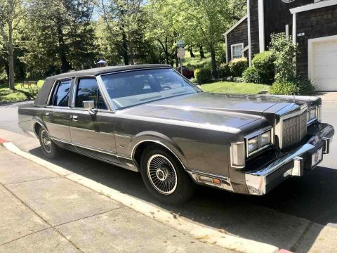 1988 Lincoln Town Car SIGNATURE for sale